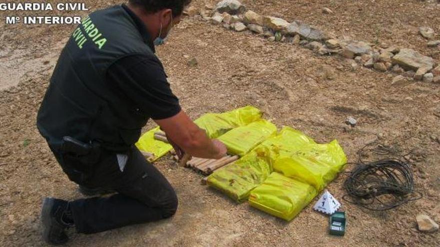 Detonan una caja de explosivos abandonada en Villar de los Olmos