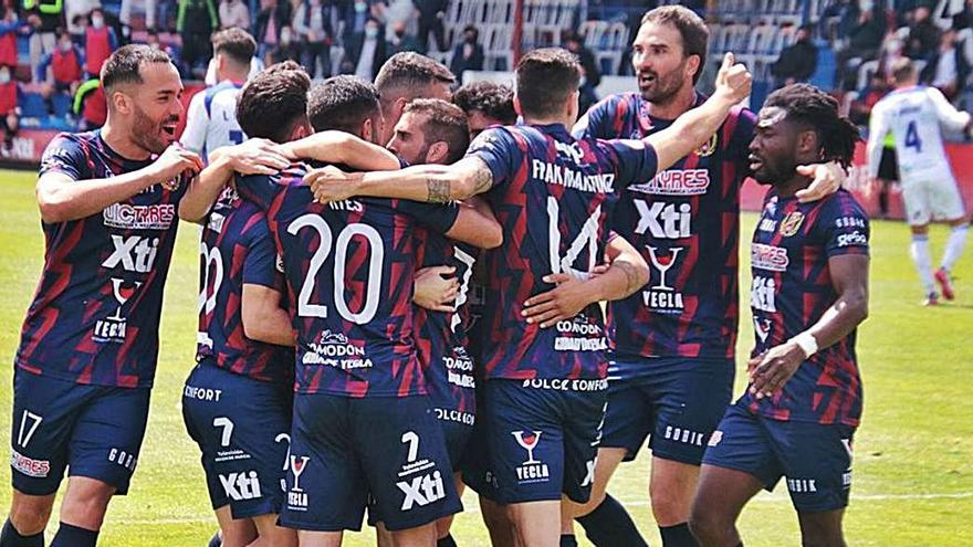 El Yeclano noquea al Racing Murcia pero no disipa las dudas