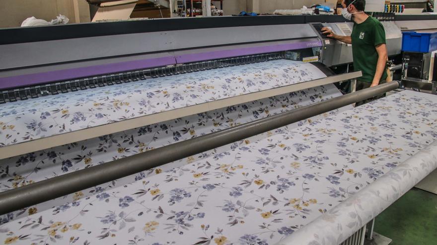 Sindicatos y empresarios formalizan el jueves el convenio del textil