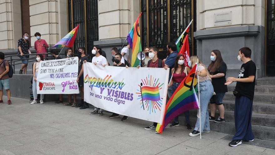 Concentración contra la LGTBIfobia en Zaragoza