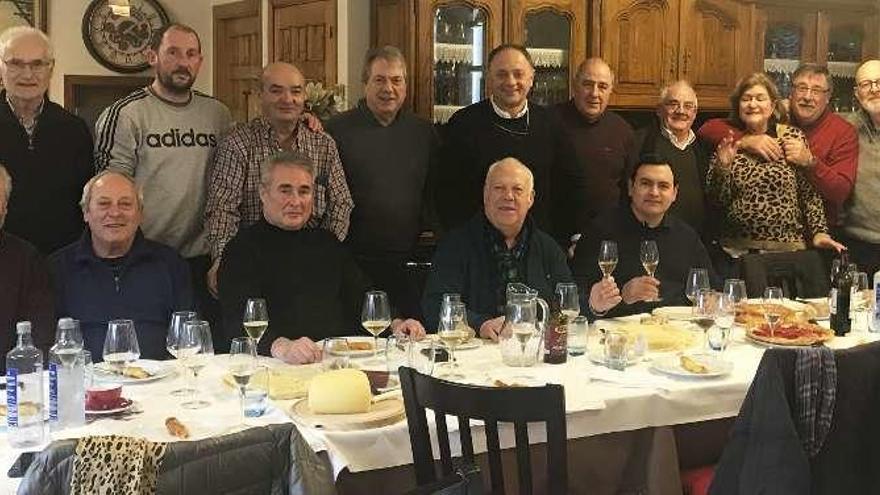 Jesús Otero celebra su 61º cumpleaños con sus amigos