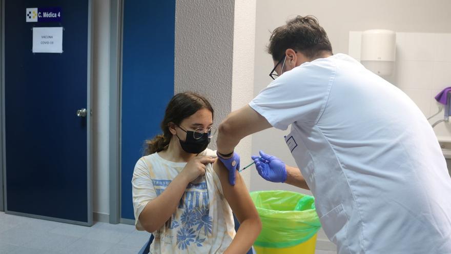 Canarias anota 121 nuevos positivos por coronavirus y cuatro muertes más