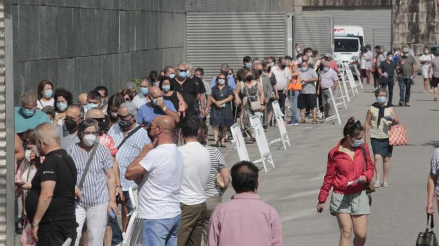 Jornada maratoniana de vacunación en el Recinto Ferial con más de 5.000 citados