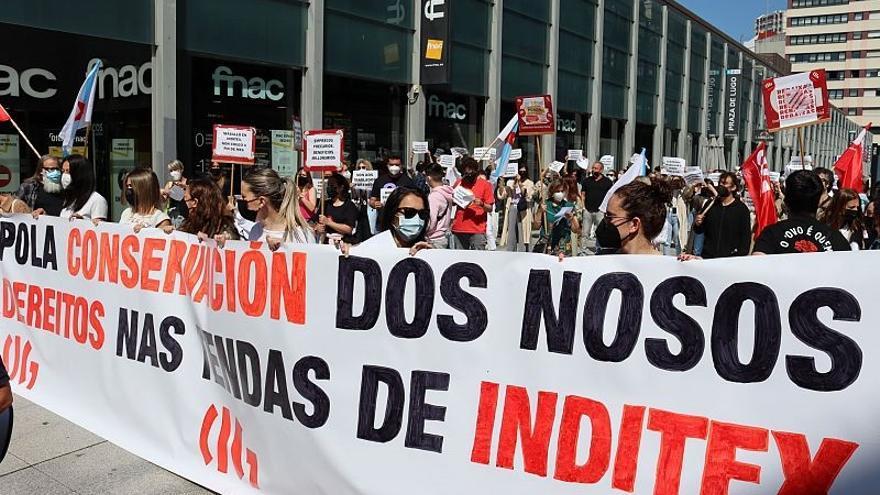 """Trabajadores de Inditex secundan una jornada de huelga en la provincia de A Coruña para exigir reubicaciones """"dignas"""""""