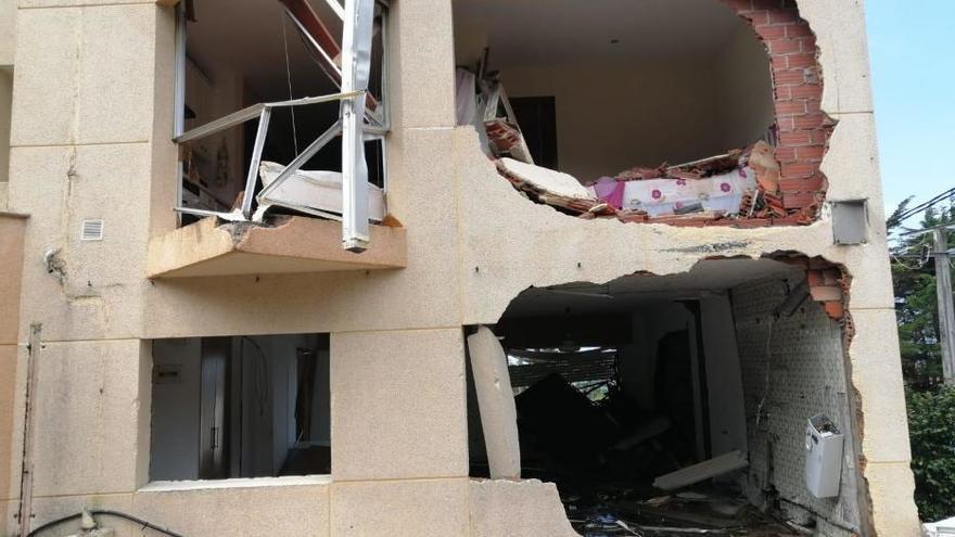 Destrozos en San Vicente do Mar, en O Grove, al reventar el principal depósito de agua