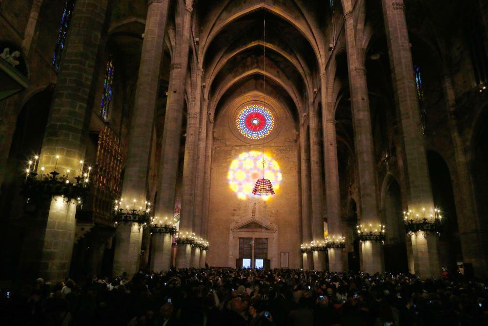 Unas 2.400 personas contemplan el Vuit de la Seu