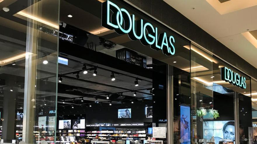 Douglas presenta un ERE para 600 empleados en España y cerrará 103 perfumerías