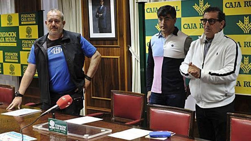 Participantes en el acto de presentación del VI Torneo CD Amistad 2000.