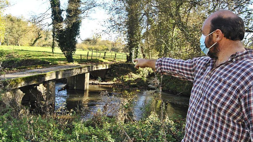 Vecinos de Granda denuncian el mal estado de un puente de acceso a casas y fincas