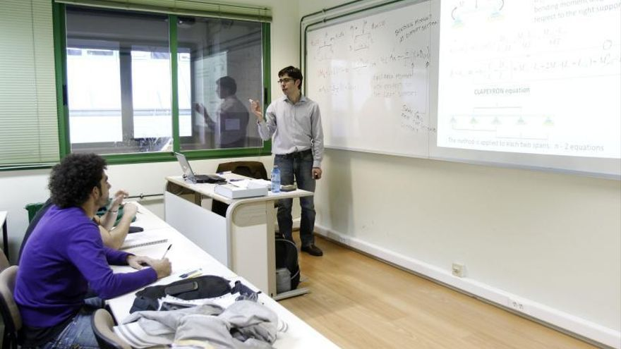 La UVigo convoca de urgencia 48 plazas de profesores ayudantes, asociados e interinos