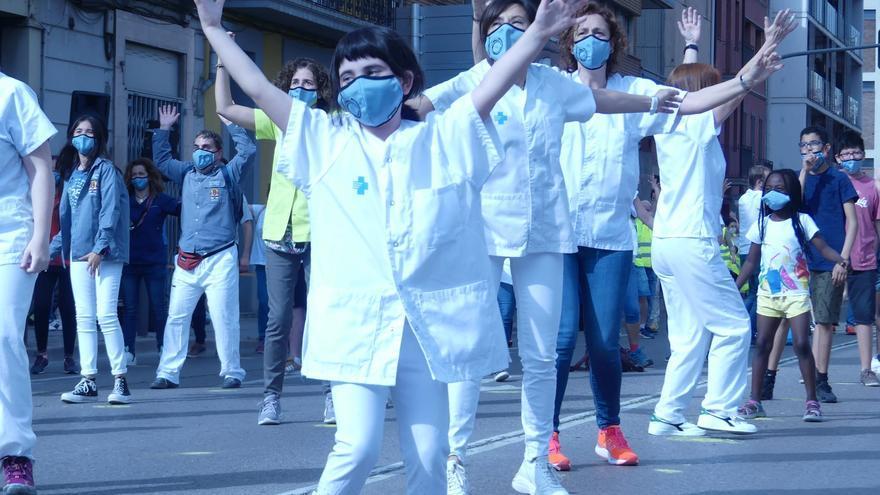 Així ha quedat el vídeo multitudinari fet a Manresa en agraïment a la lluita contra la covid