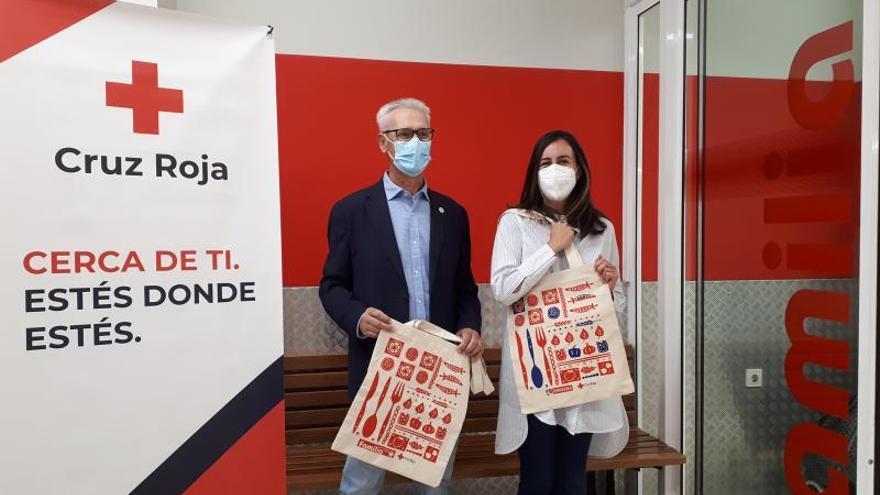 Vegalsa-Eroski vende bolsas reciclabes a beneficio de Cruz Roja