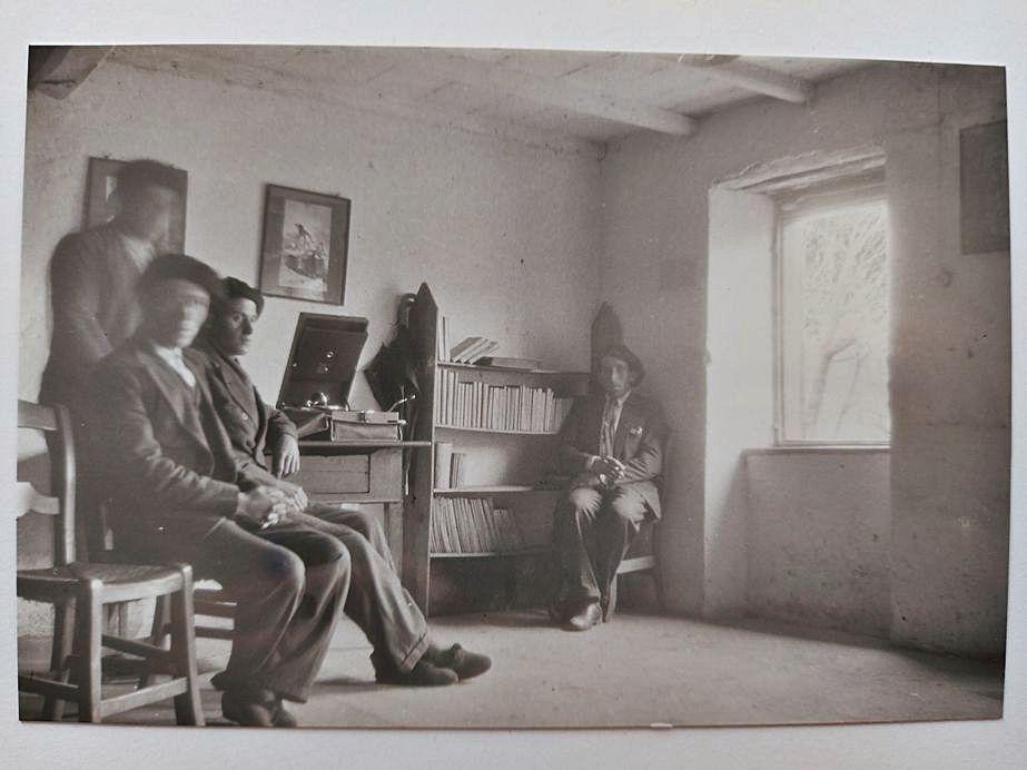 Una reunión de bibliotecarios y colaboradores.