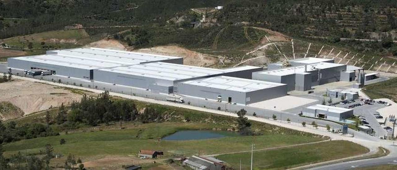 Recreación de la factoría de la pastera Portucel en Figueira da Foz, en fase actual de ampliación. // TNC