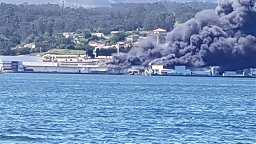Preocupación por los depósitos de amoniaco en el gran incendio de Jealsa en Boiro