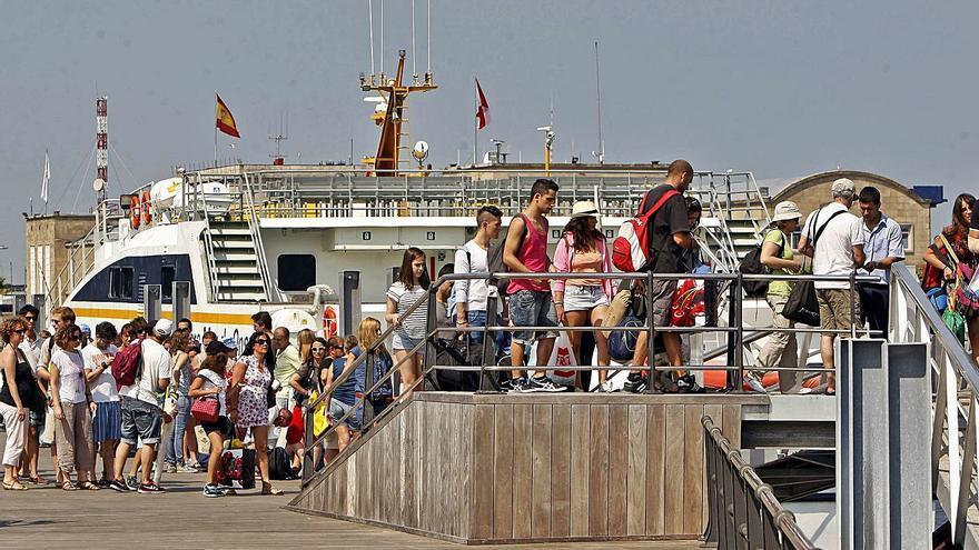 La jueza exime a Mar de Ons de la sobreventa a Cíes y sigue la causa contra otras 2 navieras