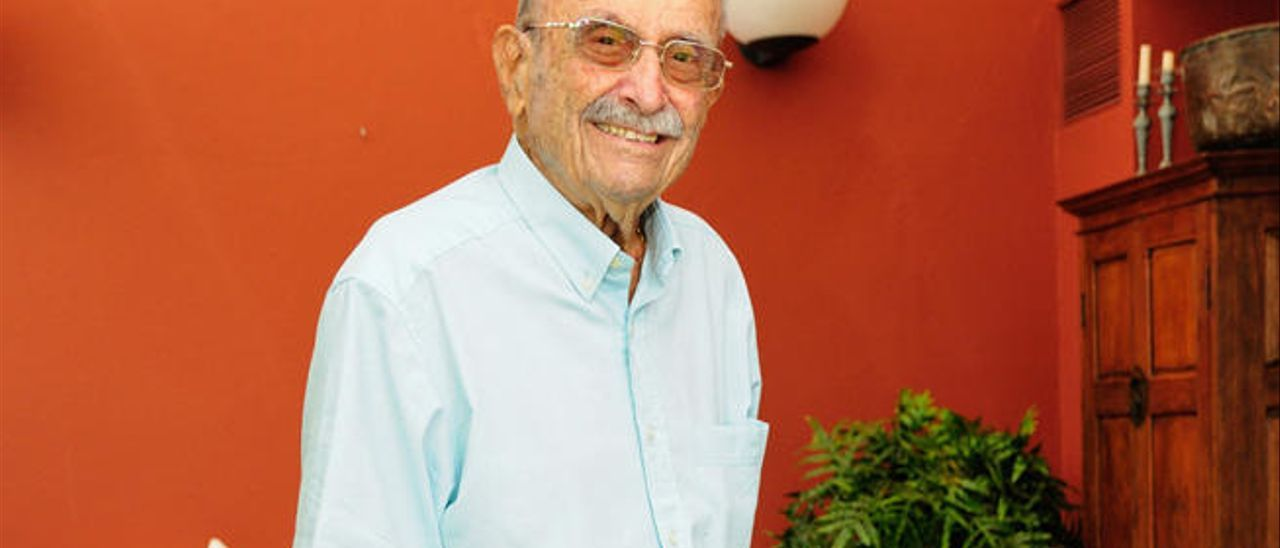 El doctor y golfista Fermín Martínez Gómez, el día de su 100 cumpleaños