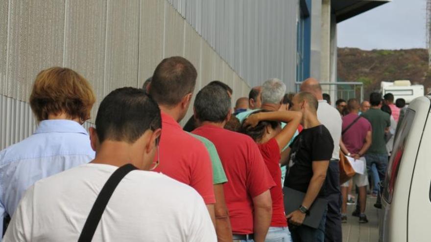 Un sindicato denuncia a la Fiscalía las pruebas para conductores de Guaguas