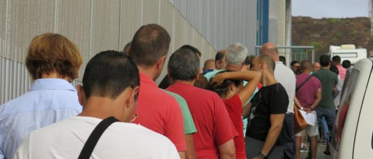 Aspirantes a las pruebas de conductores de Guaguas Municipales.