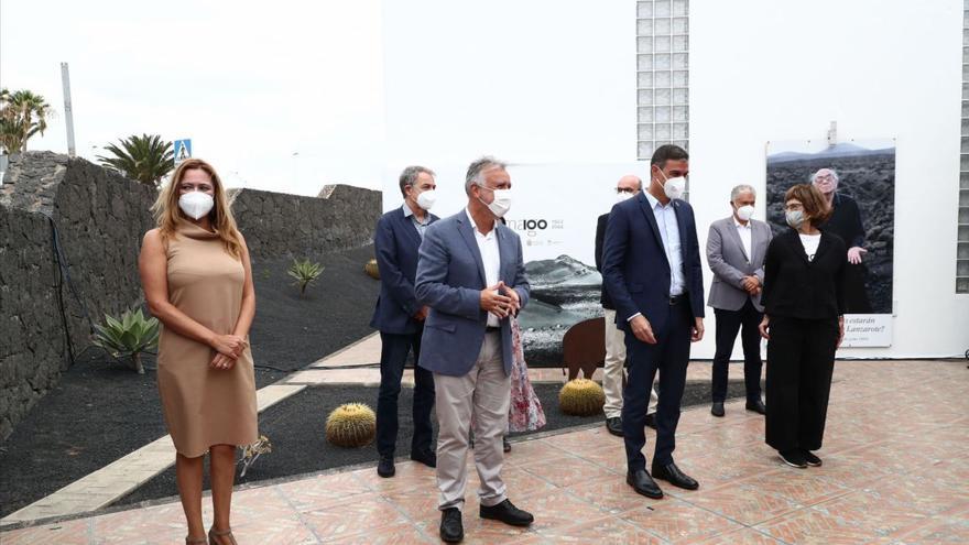 Intervención de Ángel Víctor Torres en la biblioteca de A Casa, en Tías (Lanzarote) durante la presentación del centenario de José Saramago (11/08/2021)