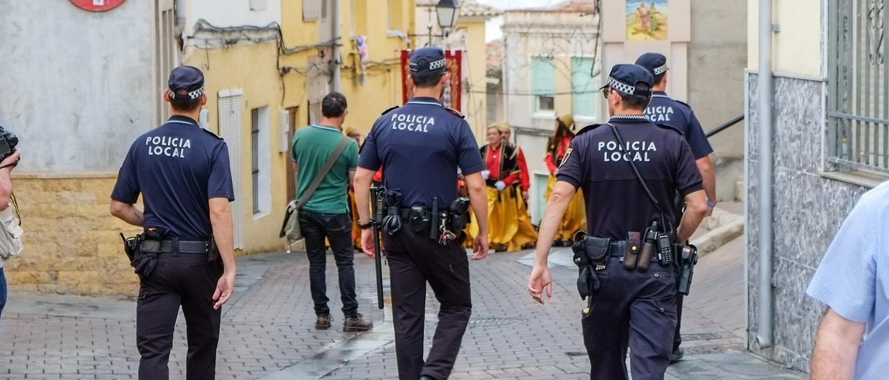 Agentes de la Policía Local de Petrer en una imagen de archivo.