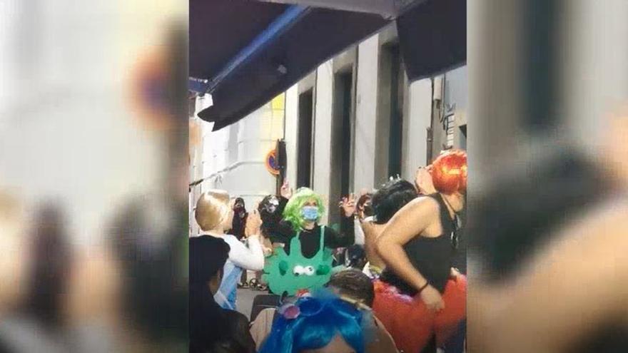 Se saltan el toque de queda para celebrar el Carnaval en Santa Cruz