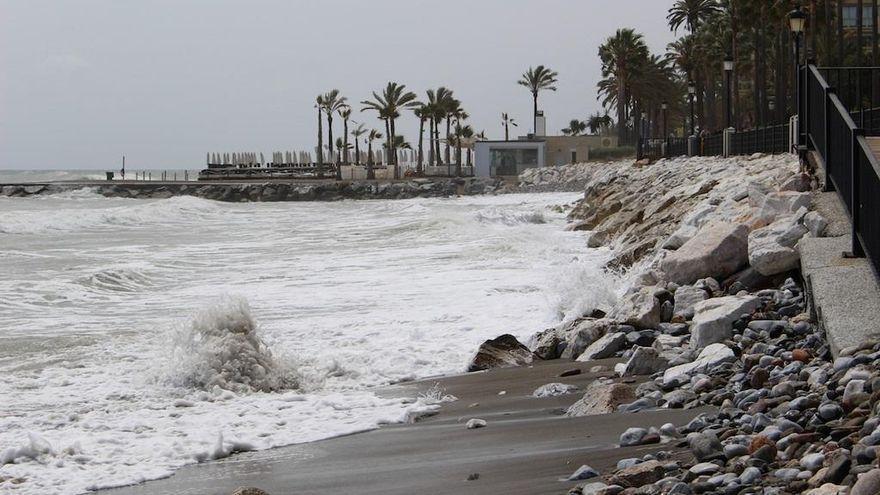 Empresarios y vecinos reclaman al Gobierno que agilice los proyectos de estabilización del litoral de Marbella