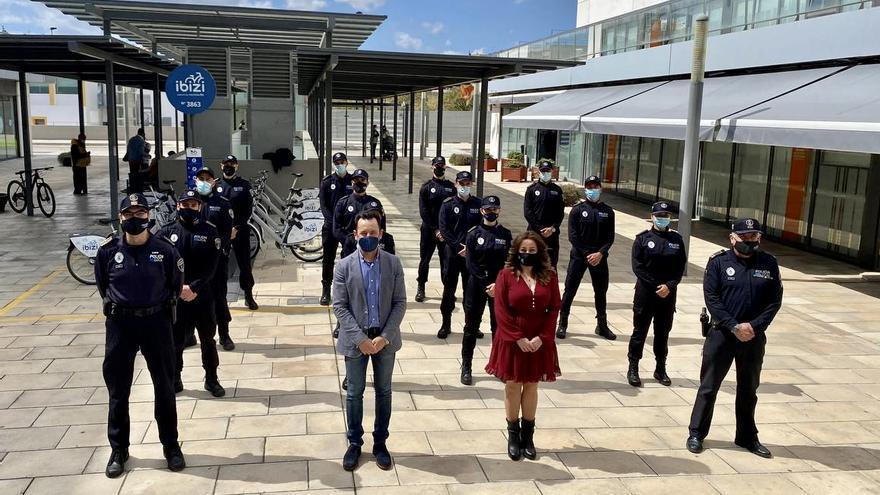 12 agentes de la Policía Local de Ibiza toman posesión como funcionarios de carrera