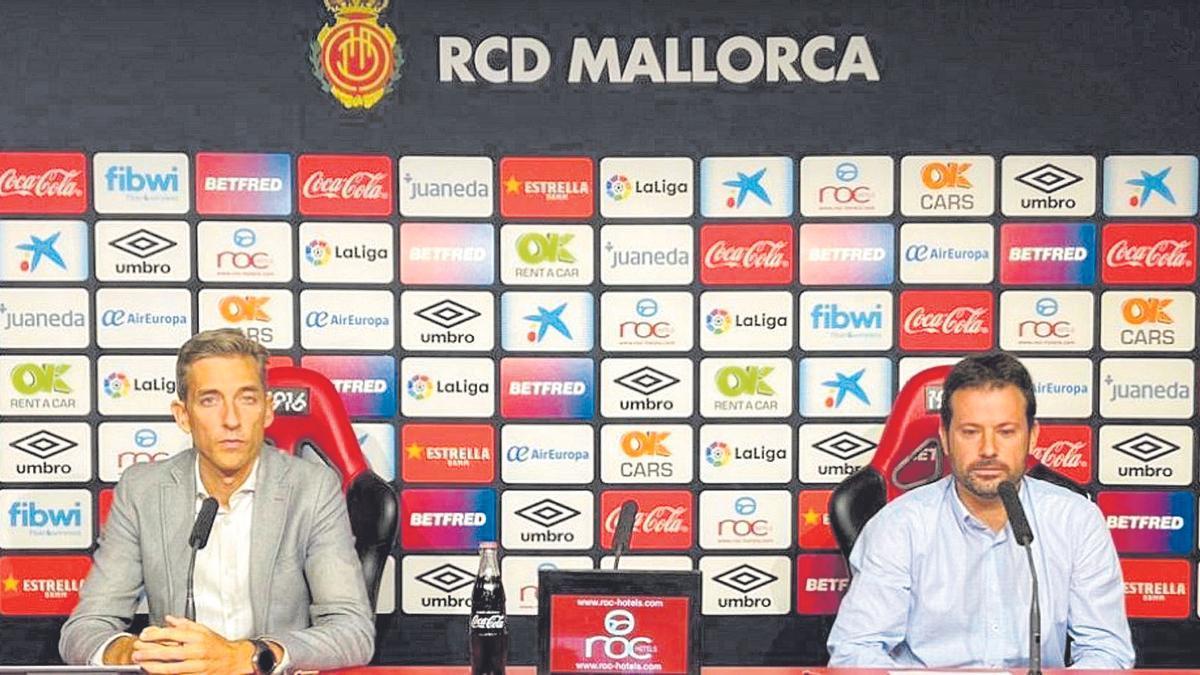 Alfonso Díaz (izq.) y Pablo Ortells, durante la rueda de prensa que ofrecieron ayer para analizar el final del mercado de fichajes.