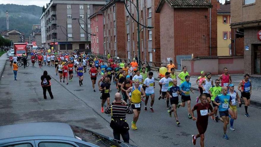 Félix Pont y Carmen Pérez triunfan en el regreso del maratón a Langreo
