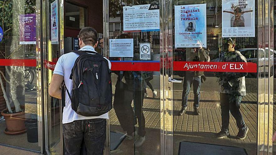 Condenada en Elche por amenazar con contagiar a una funcionaria municipal