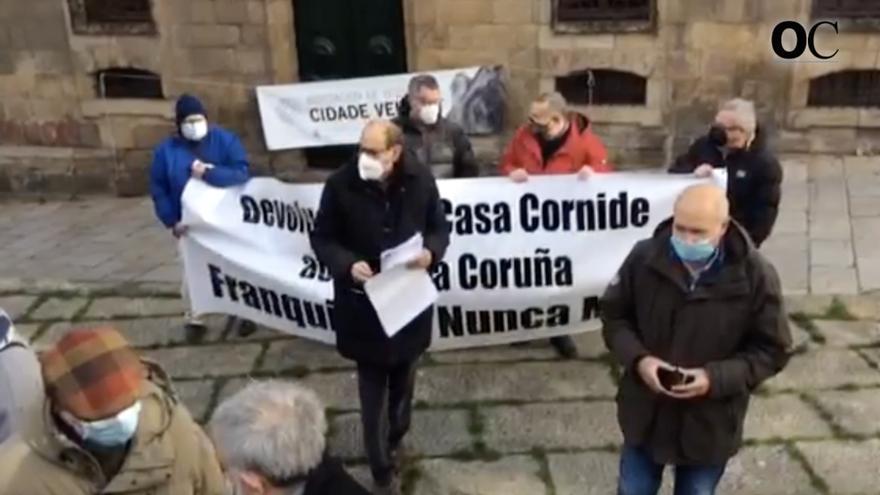 Concentración ante la Casa Cornide para demandar su devolución