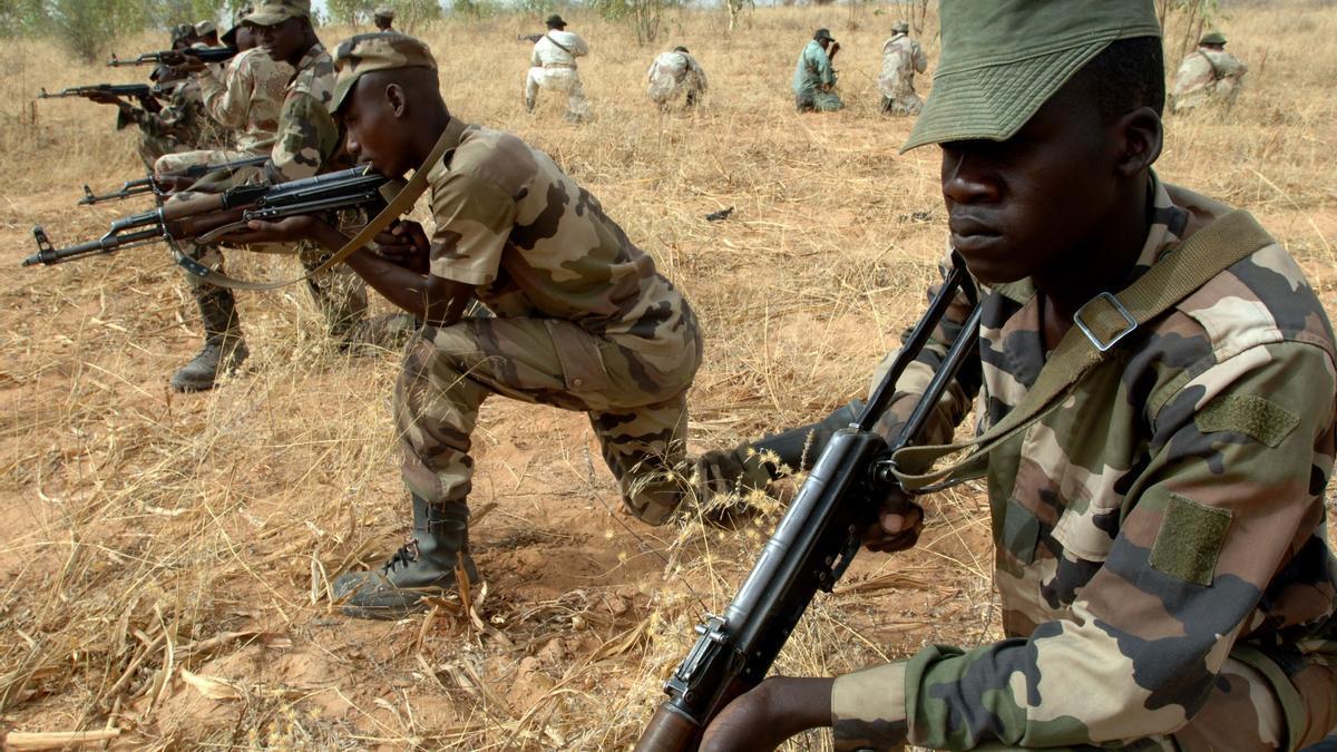 Militares de Níger en sesión de entrenamiento.