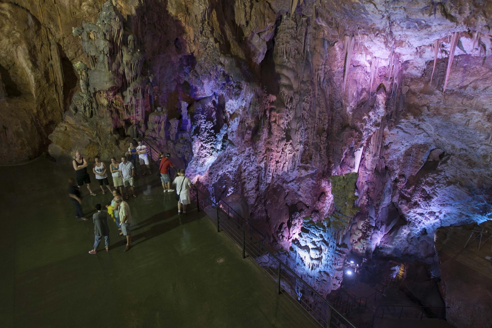 Cueva Canelobrei, Bussot03.JPG