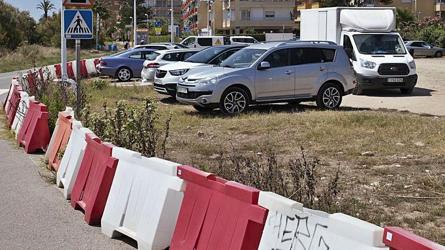 Las quejas hacen pedir que se quite el único aparcamiento  al sur de la playa de Almardà