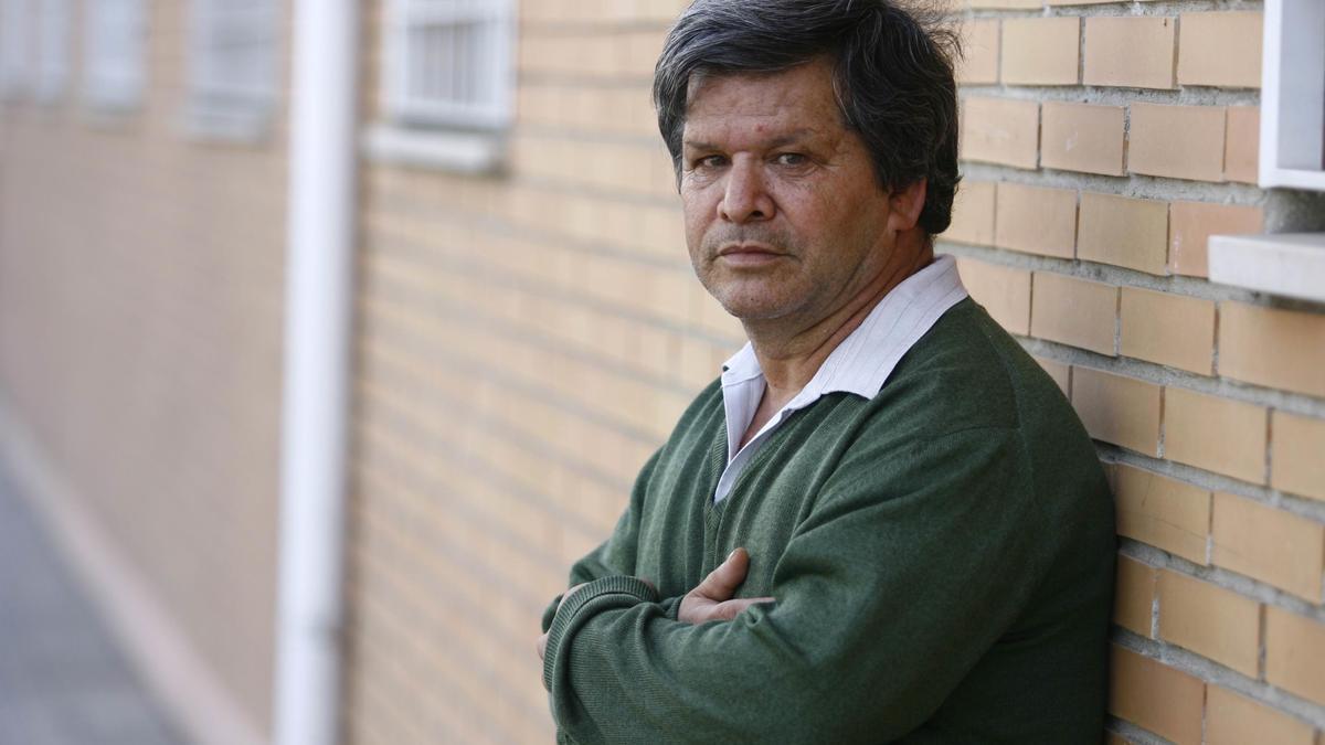 Francisco Muñoz, vecino de Las Palmeras, reclama su puesto de barrendero.