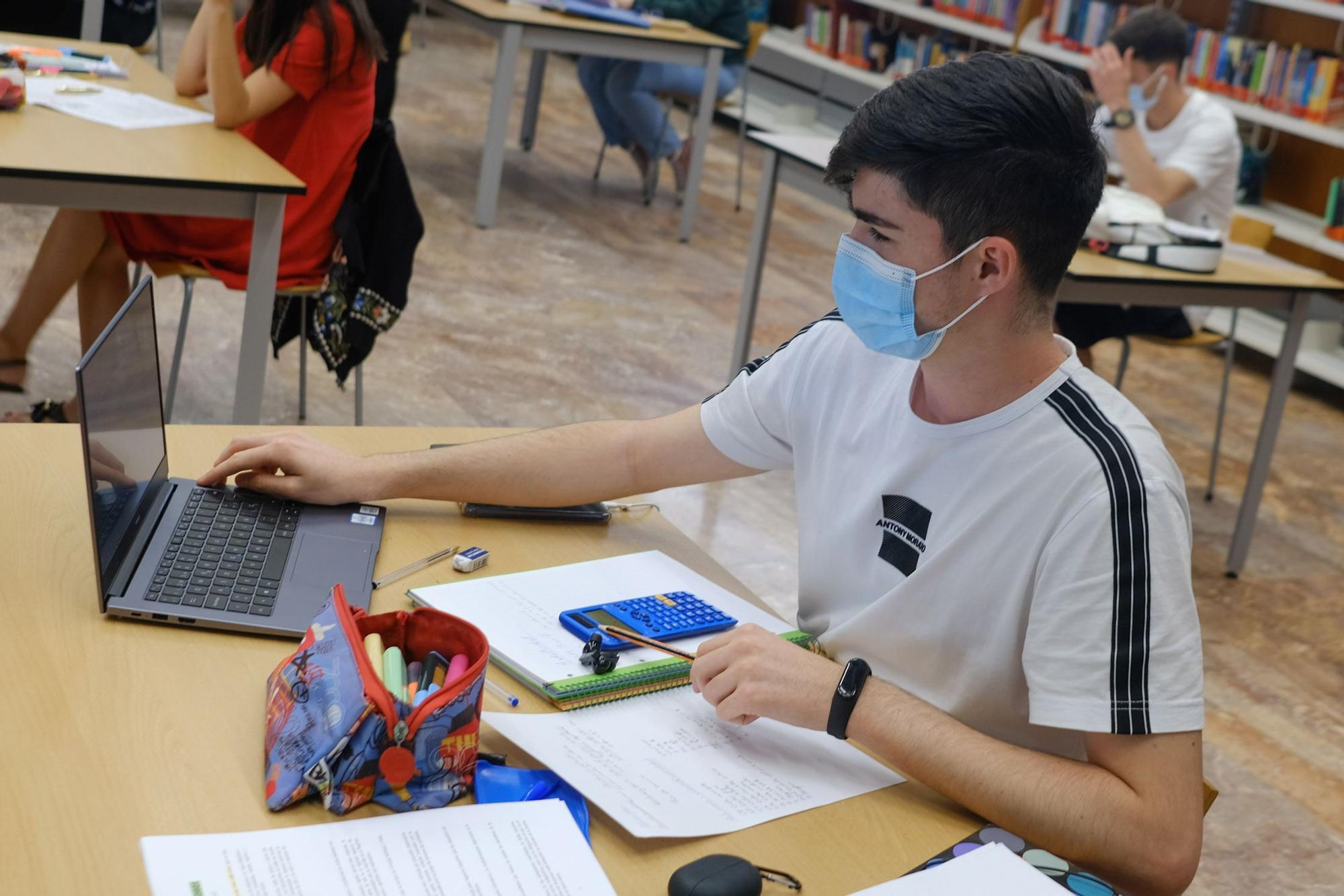 Así preparan los alumnos canarios la EBAU