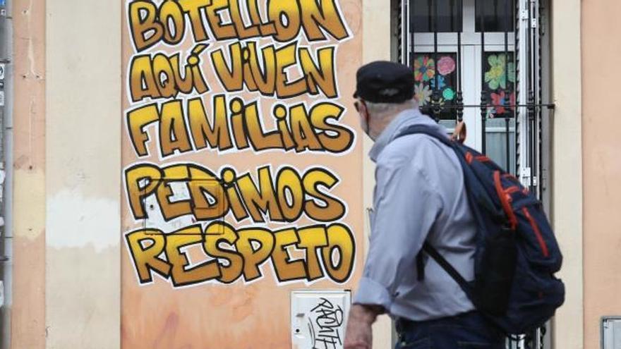 Desquiciados por el botellón en Valencia: orines, peleas y vomiteras
