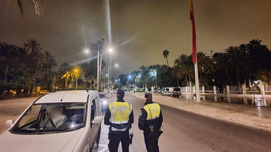 Dos detenidos y más de 400 sanciones por saltarse el cierre perimetral en Elche este fin de semana