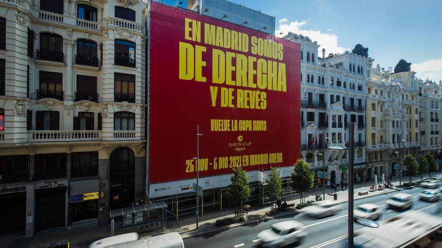 """Polémica lona de promoción de la Copa Davis: """"En Madrid somos de derecha y de revés"""""""