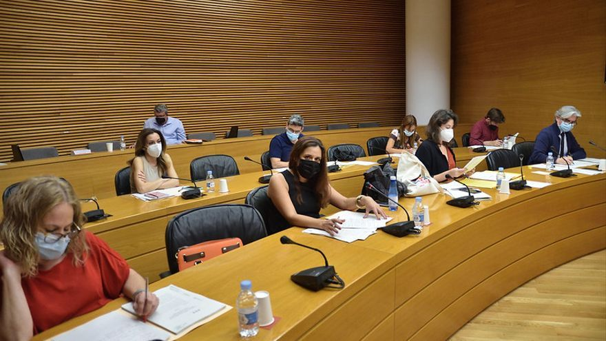 PP y Cs se abstienen en las conclusiones de la comisión de horarios de las Cortes