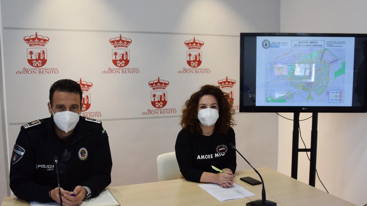 El jefe de Policía Local, Emilio García, y la concejala de Seguridad y Tráfico, Eva García-Adámez.
