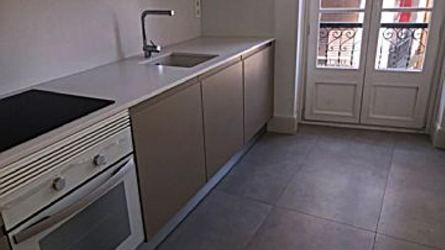 1.000 € Alquiler de piso en Centro (Gijón) 69 m2, 2 habitaciones, 2 baños, 14 €/m2, 3 Planta...