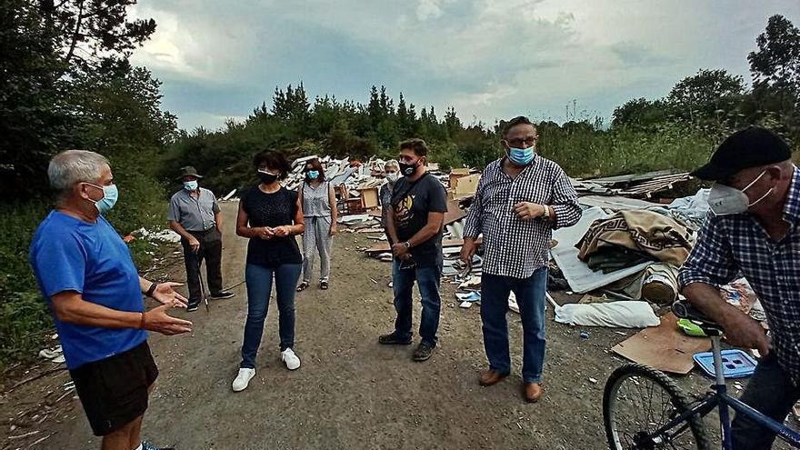 Los vecinos de Bardasquera reclaman la eliminación de un vertedero ilegal