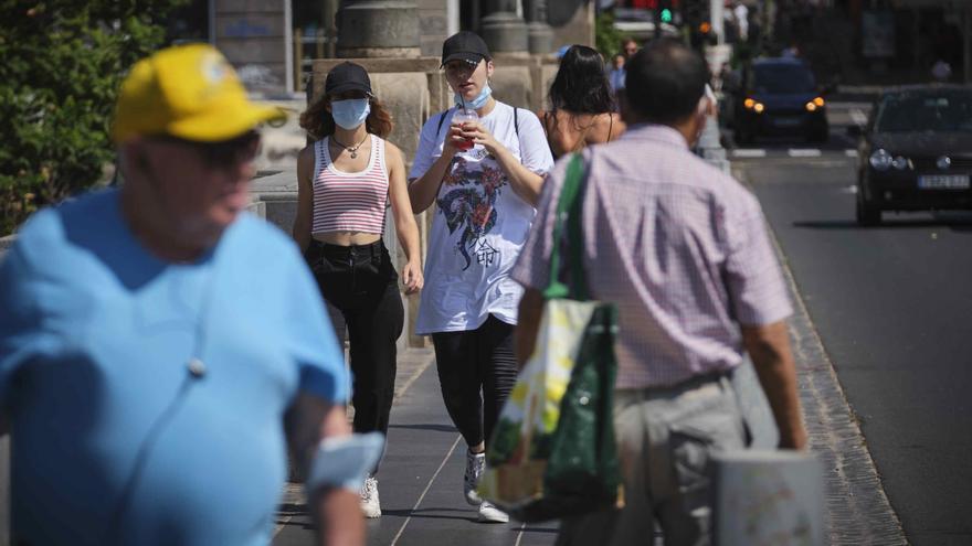 Canarias continúa su descenso de contagios diarios con 105 casos este domingo