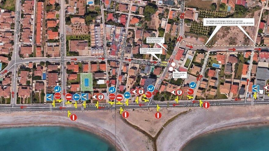 Almassora distribuye 3.000 planos con los cambios direccionales del paseo marítimo