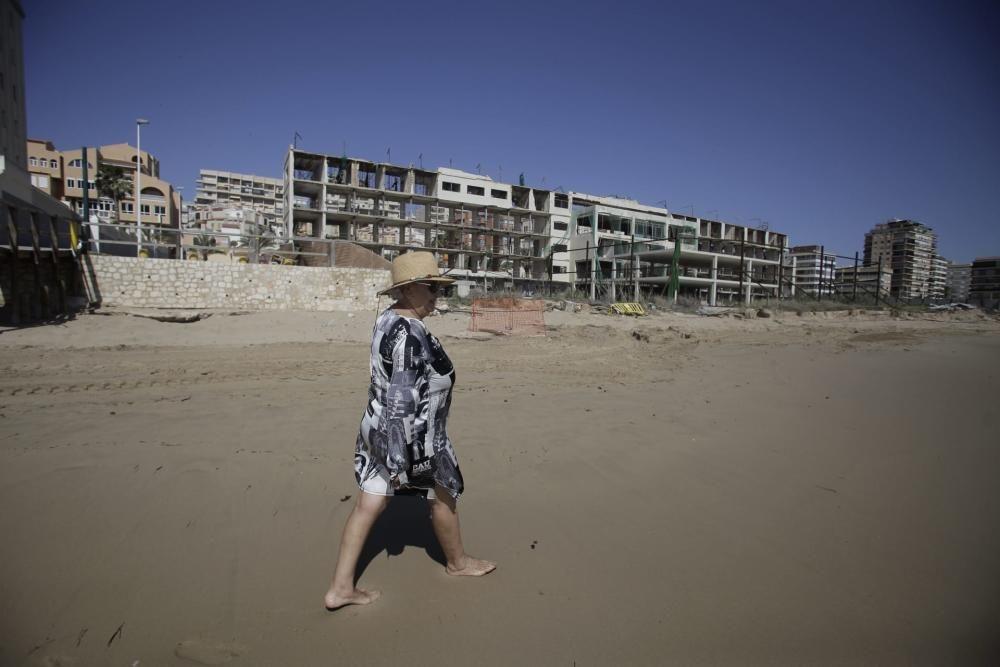 Reabren las playas en Elche y carencias