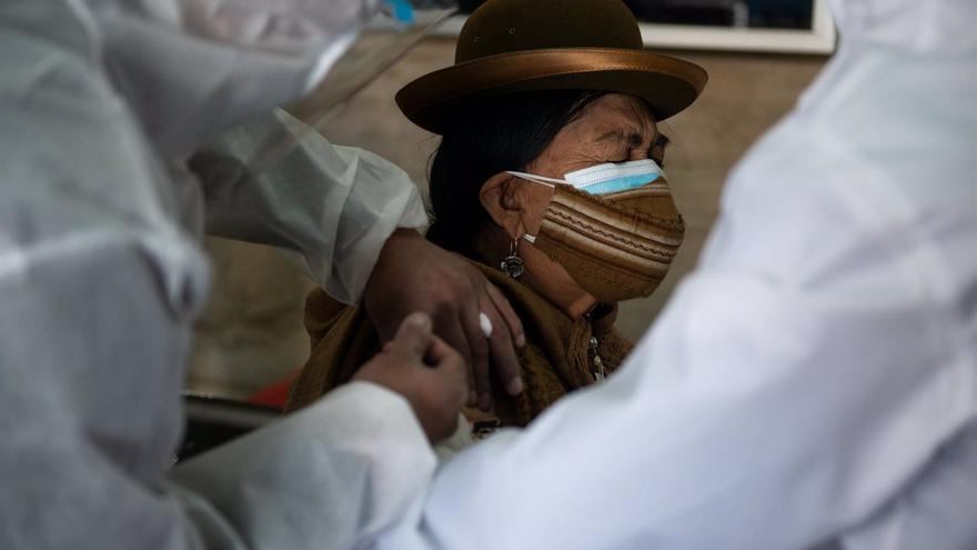 Bolivia suspende un contrato con AstraZeneca por incumplir la fecha de entrega de las dosis