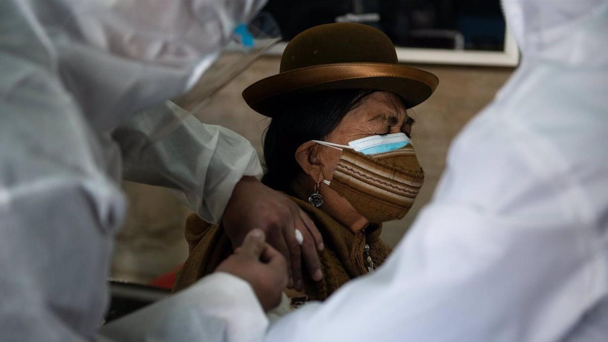 Vacunación contra la Covid-19 en La Paz, Bolivia.