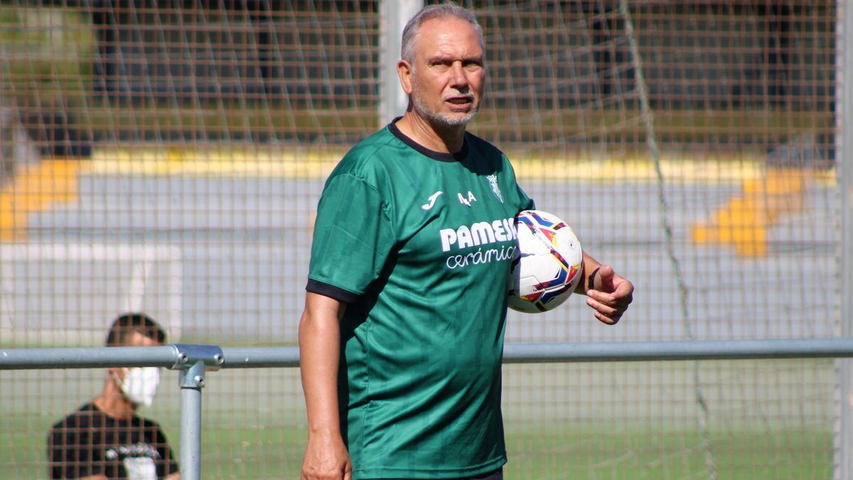 """Miguel Álvarez, entrenador del Villarreal B: """"No debemos sacar pecho ahora"""""""